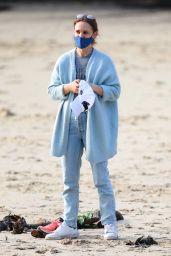 Natalie Portman - Out on Parsley Bay Beach in Sydney 07/08/2021