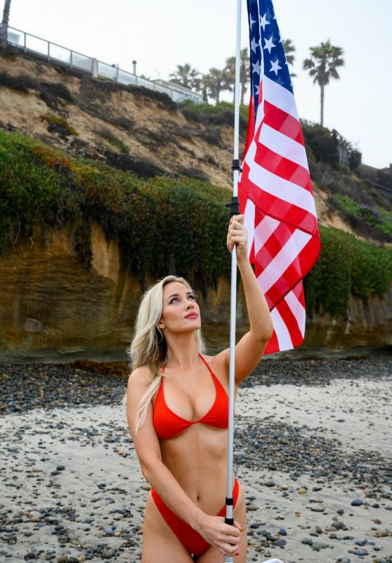 Paige Spiranac - Flagpole To Go 2021