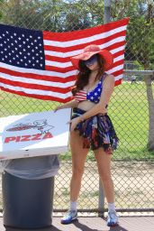 Phoebe Price - Picks Up a Party Pizza as a Prop in LA 07/02/2021