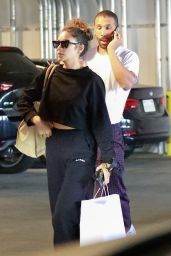 Shay Mitchell - Grocery Shopping at Erewhon Market in La 07/06/2021