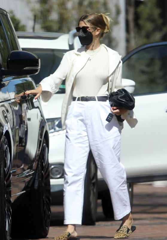 Sofia Richie in a White Ensemble  - Shopping at Neiman Marcus in Beverly Hills 07/28/2021