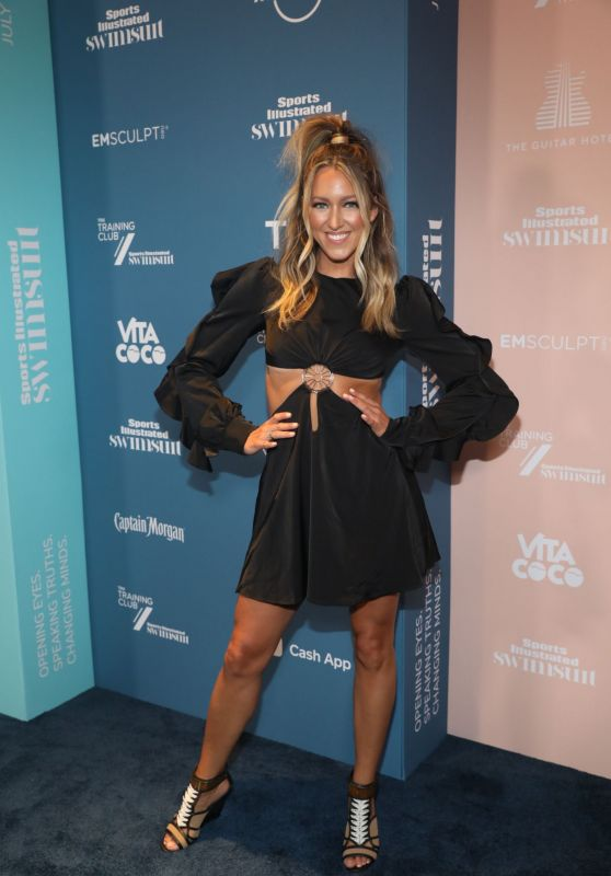 Summer Wilson - Sports Illustrated Swimsuit 2021 Issue Concert in Miami 07/24/2021