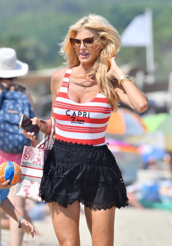 Victoria Silvstedt on the Beach in Ramatuelle 07/22/2021