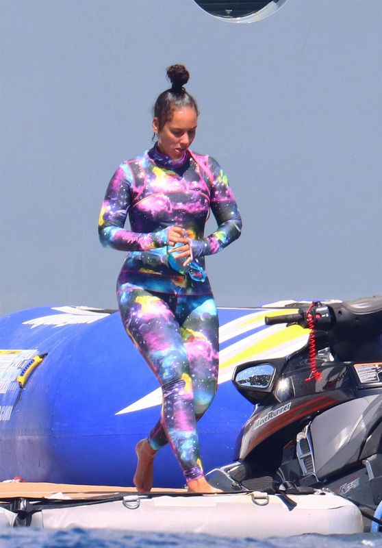 Alicia Keys Aboard a Mega Yacht in the South of France 08/03/2021