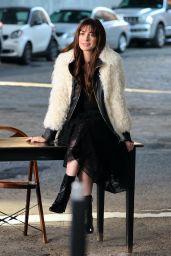 "Anne Hathaway - ""WeCrashed"" Filming Set in Dumbo, Brooklyn 08/02/2021"