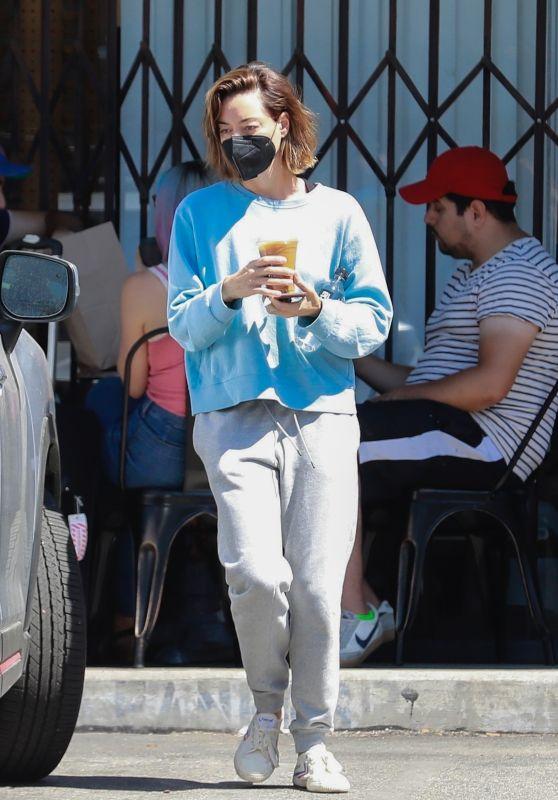 Aubrey Plaza - Out in Los Feliz 08/01/2021
