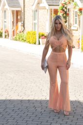 Bianca Gascoigne - Out in North London 08/24/2021