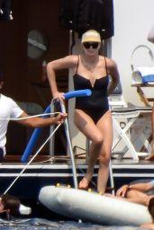 Charlize Theron - Greece 08/08/2021