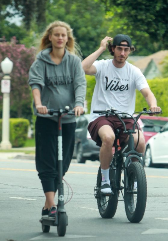 Chase Carter - Goes For a Ride Around Studio City 08/18/2021