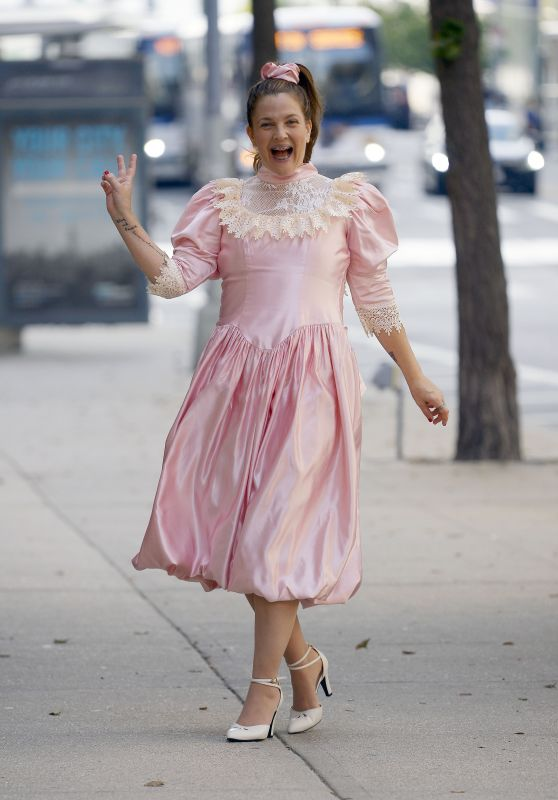 Drew Barrymore - Filming an Unknown Project in NY 08/25/2021