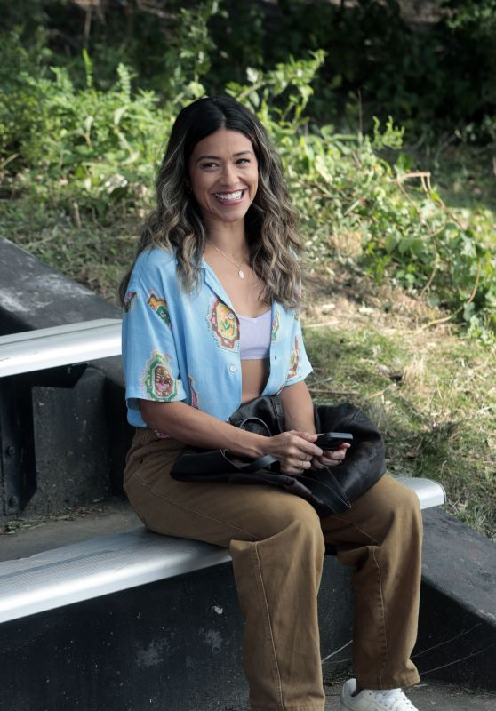 """Gina Rodriguez - """"Players"""" Filming Set in Brooklyn 08/26/2021"""