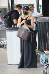 Heather Locklear - Arrives in Los Angeles 08/22/2021