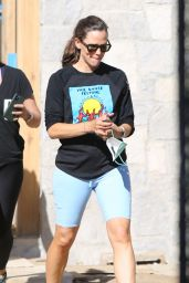 Jennifer Garner - Visits Site of Her New House in Construction in Brentwood 08/04/2021