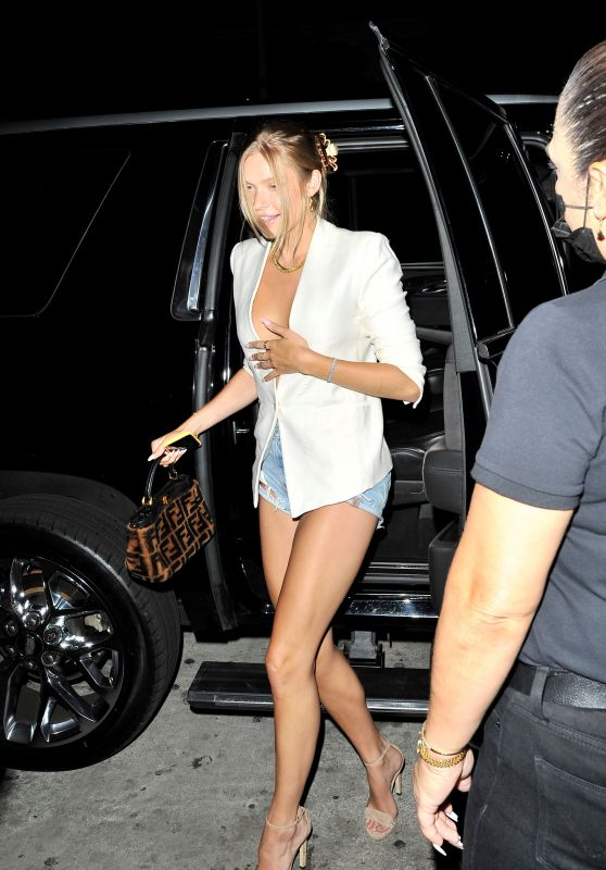 Josie Canseco Night Out Style - Catch LA in West Hollywood 08/18/2021
