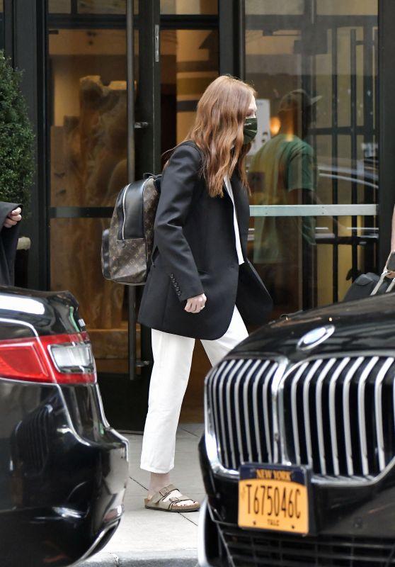 Julianne Moore - Leaves a Hotel in NY 08/25/2021