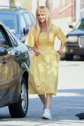 """Kaley Cuoco - """"Meet Cute"""" Filming in the Brooklyn Borough of NYC 08/11/2021 (more photos)"""