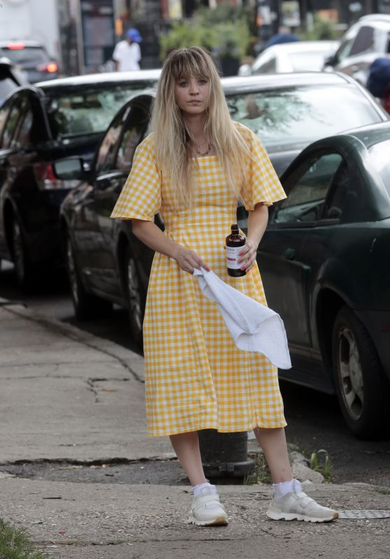 "Kaley Cuoco - ""Meet Cute"" Set in Brooklyn 08/15/2021"