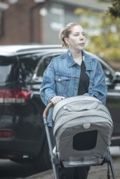 Katherine Ryan - Out for a Walk 08/12/2021