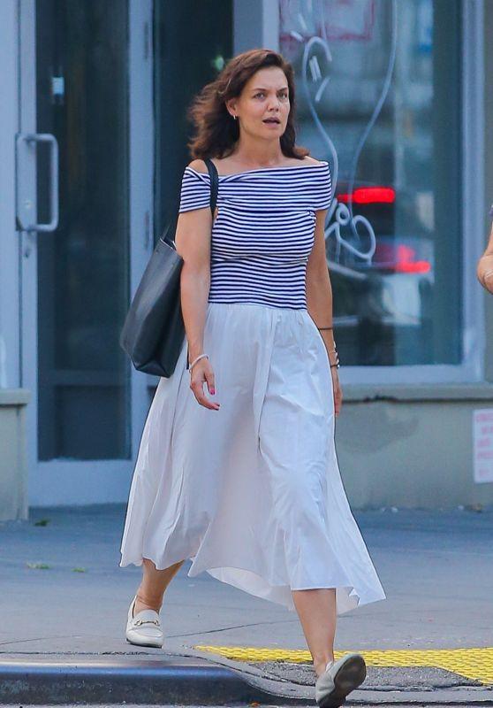 Katie Holmes Cute Street Style - New York 08/11/2021
