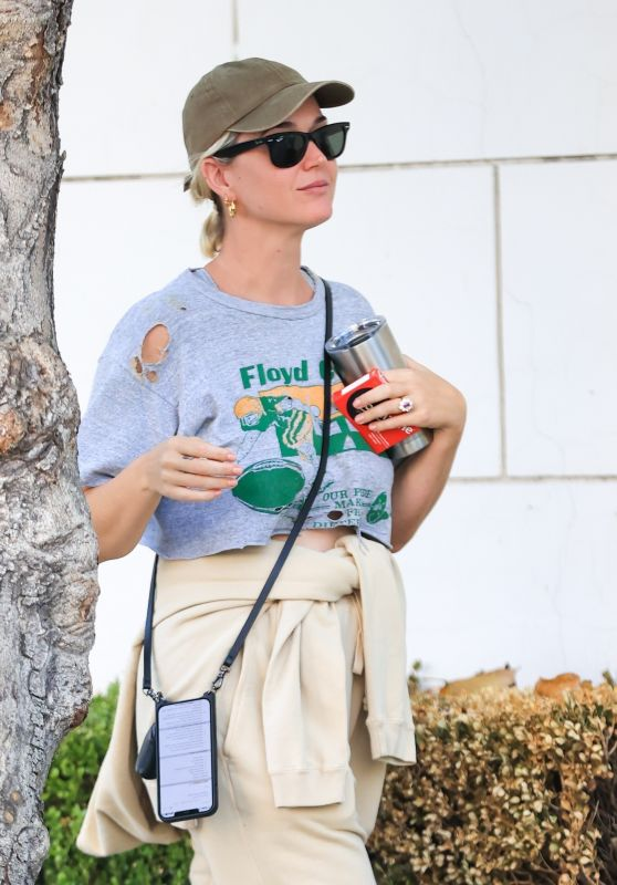 Katy Perry in Casual Outfit - West Hollywood 08/24/2021