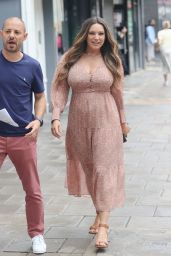 Kelly Brook - Out in London 08/12/2021