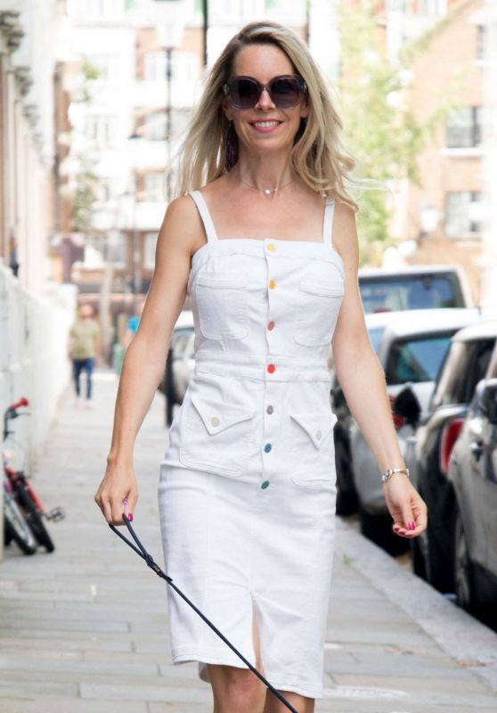 Leila Russack - Out in Kensington 08/04/2021