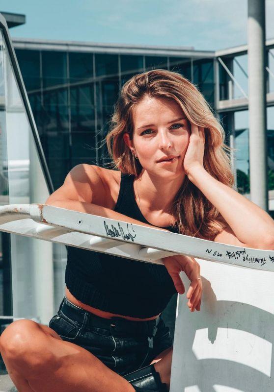 Leonie Brill - Photoshoot August 2021