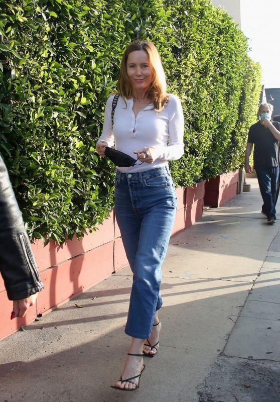 Leslie Mann - Out in Santa Monica 08/10/2021