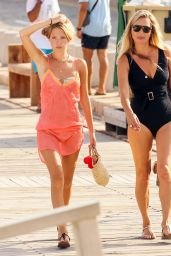 Lila Grace Moss - Out in Ibiza 08/13/2021