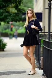 Louisa Warwick - Out in New York City 08/13/2021