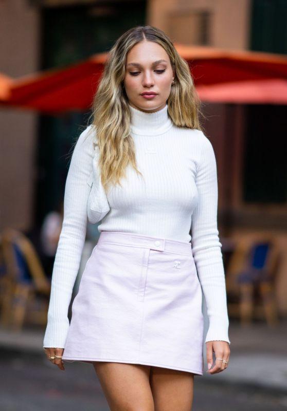 Maddie Ziegler Wearing Courreges - Lola Taverna in SoHo, NYC 08/02/2021