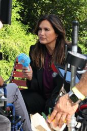 "Mariska Hargitay - ""Law and Order: Special Victims Unit"" Set in Hudson River Park, Manhattan 08/25/2021"