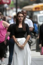 """Mila Kunis - Filming """"The Luckiest Girl Alive"""" in NY 08/28/2021"""