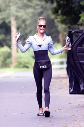 Nina Agdal in Workout Outfit - New York 08/28/2021