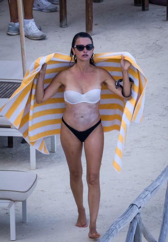 Penelope Cruz in a Bikini - Argentario 08/18/2021