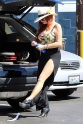 Phoebe Price at a Vons Parking Lot in LA 08/30/2021