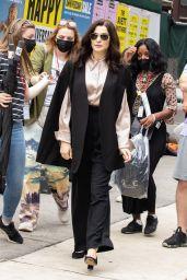 """Rachel Weisz - """"Dead Ringers"""" Filming Set in NYC 08/03/2021"""