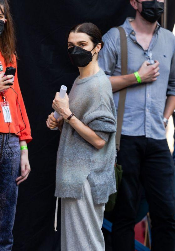 """Rachel Weisz - Filming """"Dead Ringers"""" in NYC 08/06/2021"""