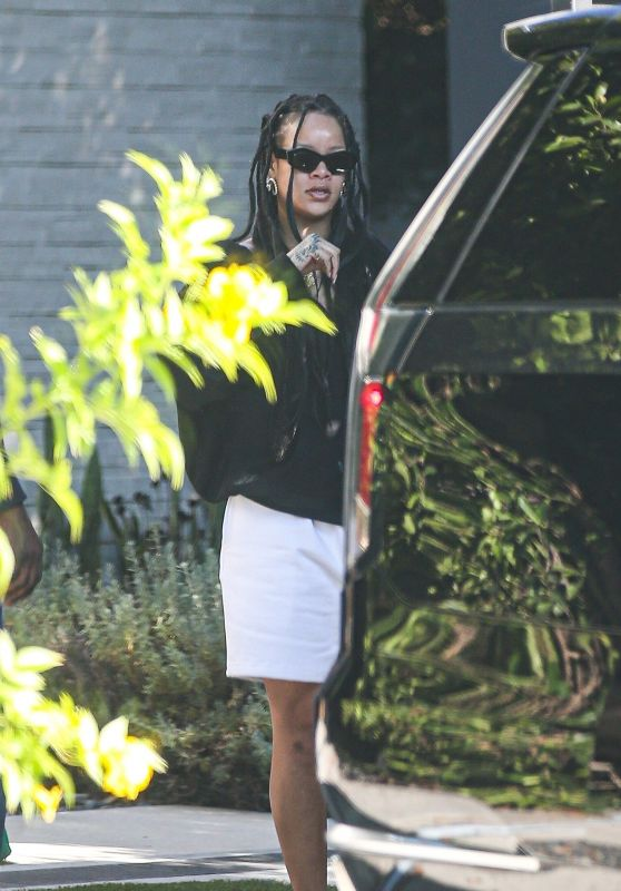 Rihanna - Out in Beverly Hills 08/27/2021