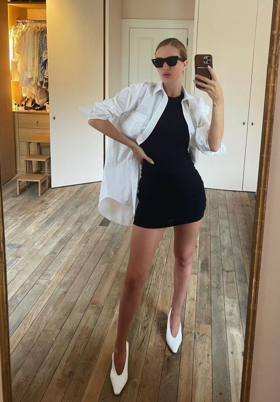 Rosie Huntington-Whitele Outfit 08/03/2021 (I)