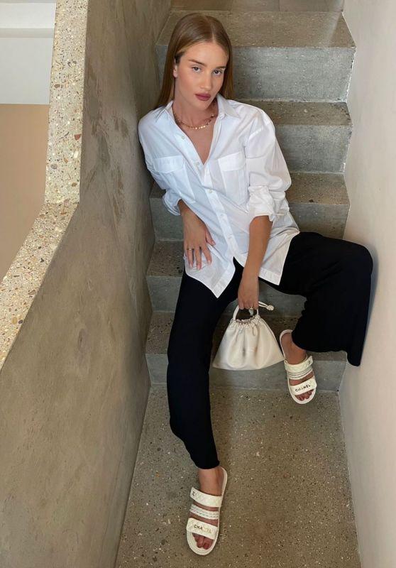 Rosie Huntington-Whitele Outfit 08/09/2021