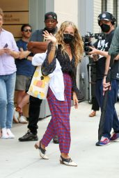 """Sarah Jessica Parker - """"And Just Like That"""" Set in New York 08/30/2021"""