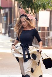 """Sarah Jessica Parker at the Set of """"Sex And The City"""" Reboot in NY 08/02/2021"""