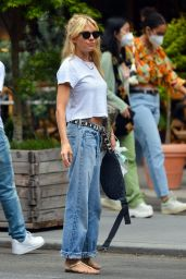 Sienna Miller -Out in New York 08/28/2021