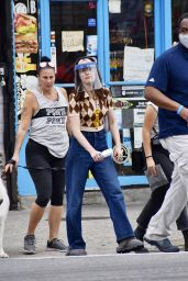 """Zoey Deutch - Heading to the Set of """"Not Okay"""" in NYC 08/04/2021"""