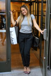 Addison Rae Street Style - New York 09/07/2021