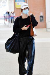Barbara Palvin - Venice Airport 09/01/2021