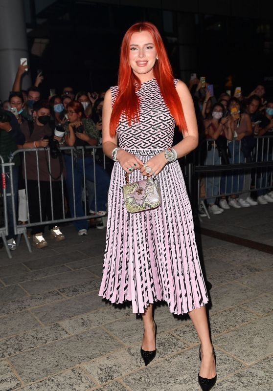 Bella Thorne – Arriving to the Versace Fashion Show in Milan 09/24/2021