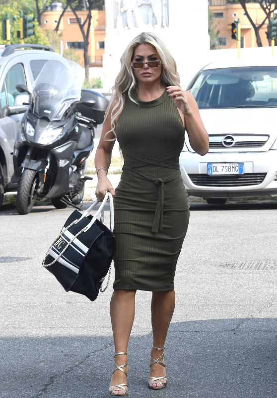 Bianca Gascoigne – Arrives to DWTS Rehearsals in Rome 09/28/2021