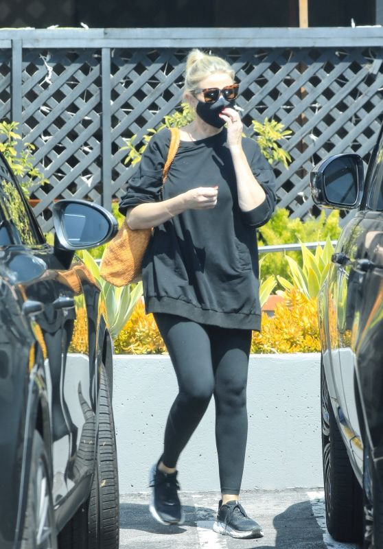 Cameron Diaz - Shopping at Melanie Grant on Melrose Place in West Hollywood 09/07/2021